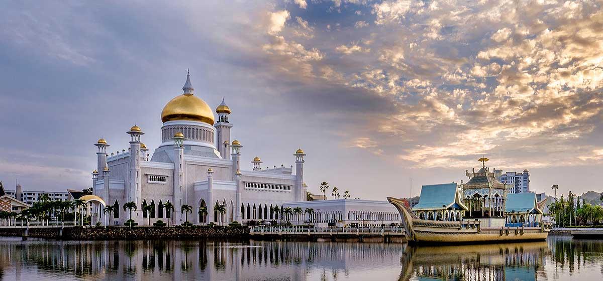 sultan_omar_ali_saifuddin_mosque_b